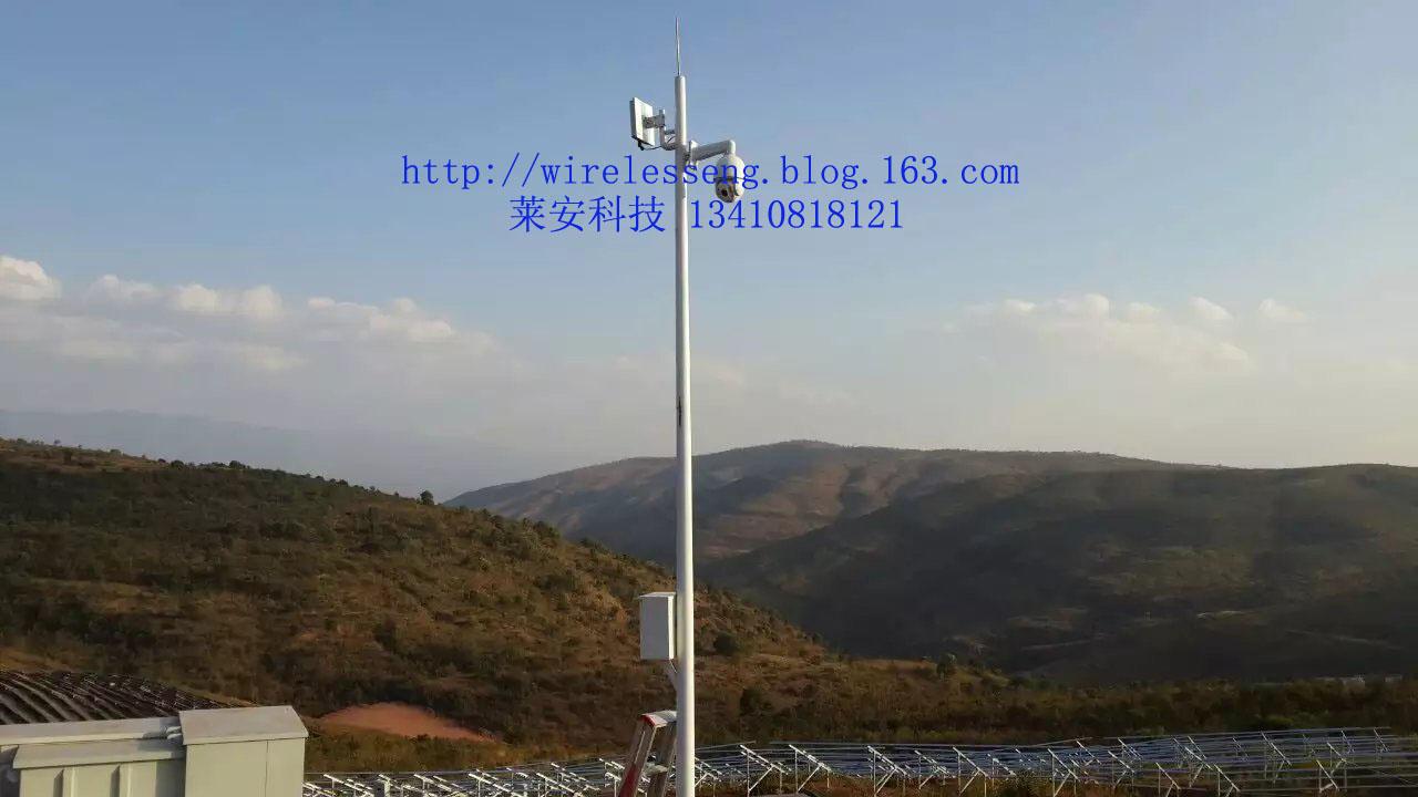 监控无线传输需要根据监控点的分布选用不同的天线,距离在2公里以内的可以采用全向天线、也可采用角度较大的扇区天线多发一收组网传输。距离较远的采用增益度较大的定向天线。根据不同的传输要求可以采用点对点或者多发一收的方式进行传输。距离远的由于在传输过程中信号衰减、沿途可能存在无线信号干扰源等原因,一般采用点对点传输,距离在几公里内可以采用内置天线的无线网桥,距离在8-10公里以上或者沿途环境复杂的采用外接高增益定向天线。 风景区、公园、森林防火监控无线视频传输案例: 湖北曹妃甸自然保护区: 河北曹妃甸湿地公园为
